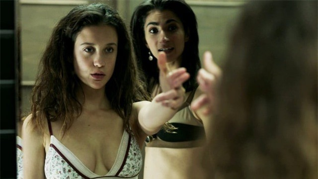 Hot girl Instagram nổi danh nhờ vai diễn trong phim bom tấn Money Heist - 2