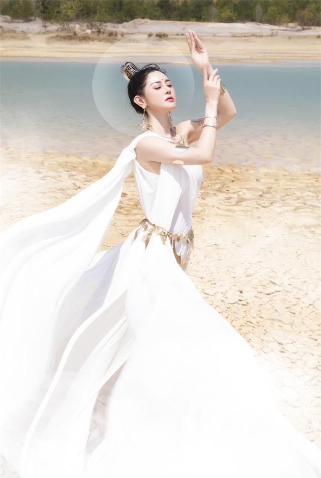 Người đẹp Triệu Hà Vy đẹp thoát tục trong bộ ảnh hóa thân nữ thần - 1