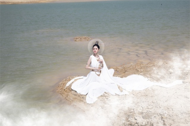 Người đẹp Triệu Hà Vy đẹp thoát tục trong bộ ảnh hóa thân nữ thần - 9