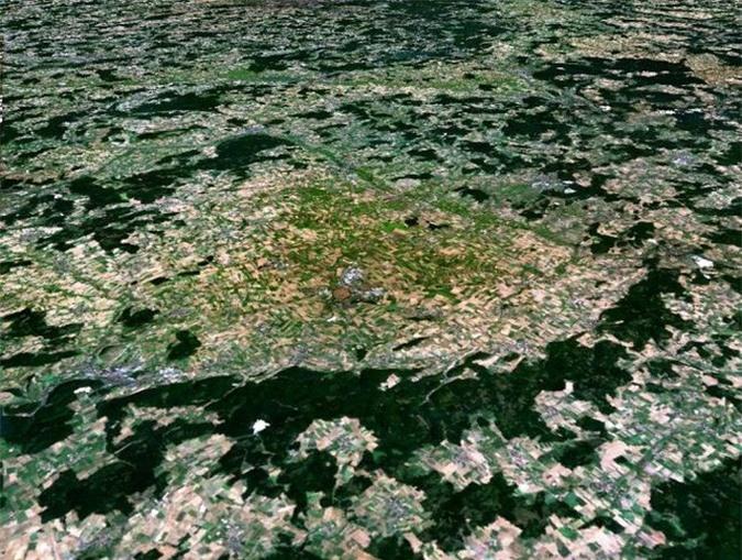 Sốc: bản sao thế giới ngoài hành tinh bên dưới thị trấn cổ 1.100 tuổi - Ảnh 2.
