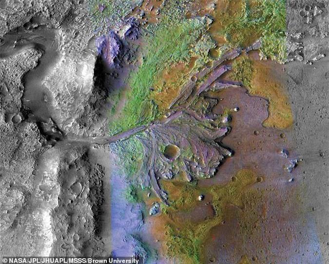 Sốc: bản sao thế giới ngoài hành tinh bên dưới thị trấn cổ 1.100 tuổi - Ảnh 3.