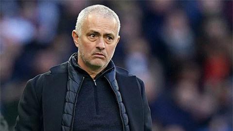 HLV Mourinho muốn giải cứu Rakitic khỏi Barca