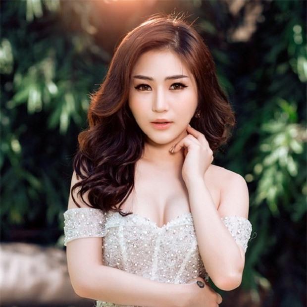 Hương Tràm hiện du học tại Mỹ.