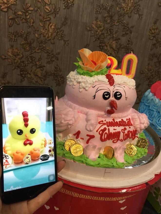 Hai chiếc bánh có hình dáng khác xa nhau.