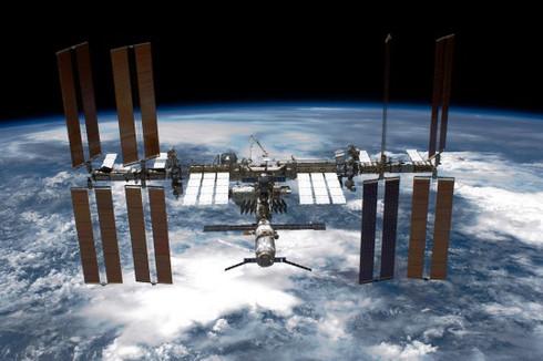 Toàn cảnh trạm vũ trụ quốc tế ISS hoạt động trên khu vực cách Trái Đất khoảng hơn 346 km do Cơ quan vũ trụ Mỹ NASA ghi lại