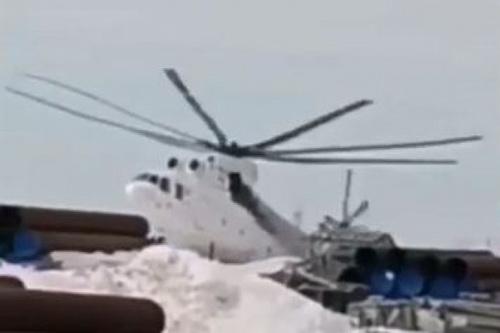 Giây phút chiếc trực thăng vận tải hạng nặng Mi-26 gặp nạn. Ảnh: Avia-pro.
