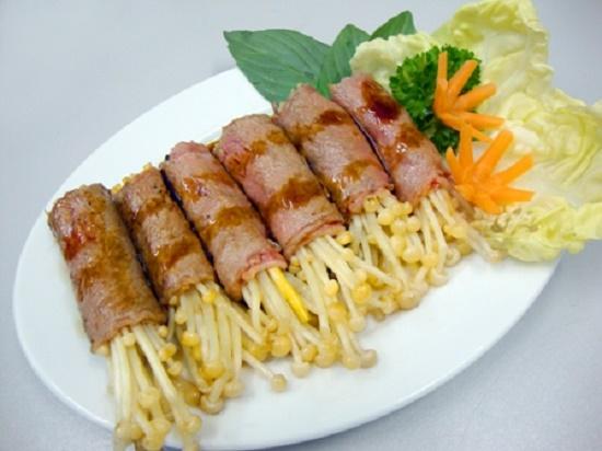 Thịt bò cuộn nấm kim châm hấp dẫn