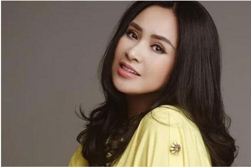 Đặc biệt, đôi mắt sắc tựa dao cau đen láy của Thanh Lam chính là điểm thu hút nhất, quyến rũ nhất của nữ ca sĩ. Có lẽ vì thế mà khi nhắc tới các nghệ sĩ nữ có đôi mắt đẹp, hút hồn nhất thì không thể bỏ qua Thanh Lam.