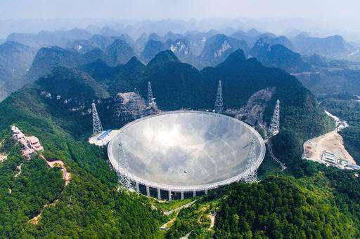 Kính viễn vọng vô tuyến khổng lồ của Trung Quốc mới vận hành hôm 25/9/2016 Ảnh: AP