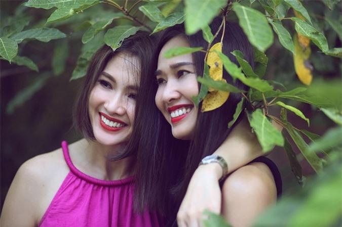 Tôi và chị Thư có nhiều nét tương đồng và cũng có những điểm khác biệt trái ngược. Chúng tôi duy trì tình bạn bằng sự chân thành. Tôi học được rất nhiều điều từ người chị của mình, cô nói.