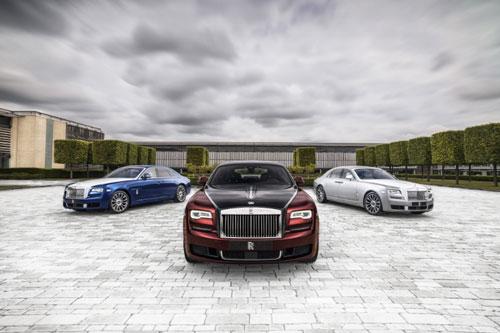 """Phantom, Ghost hay Wraith là định danh các loại siêu xe của hãng Rolls-Royce đều nghĩa là bóng ma. Điều này ám chỉ những siêu xe này có khả năng di chuyển cực êm """"không khác gì thảm bay""""."""