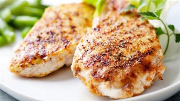 5 thực phẩm không nên hâm nóng lại để ăn vì dễ tạo độc tố - 1