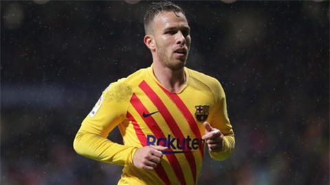 Barca đòi bán dù Arthur muốn ở lại