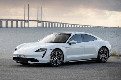 10. Porsche Taycan 2020 (quãng đường di chuyển/lần sạc: 323 km).