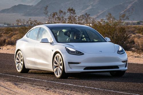 2. Tesla Model 3 Long Range 2020 (quãng đường di chuyển/lần sạc: 531 km).