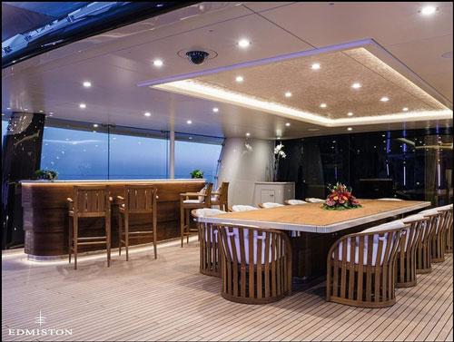 Không gian ăn uống, tiệc tùng trang nhã với những nội thất được bài trí tinh tế, có thể phục vụ thoải mái cho 12 người.
