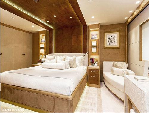 Các phòng ngủ phụ trang nhã cũng được trang bị đầy đủ những tiện nghi sang trọng để phục vụ tốt nhất cho các hành khách.