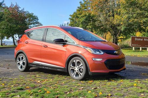 5. Chevrolet Bolt EV 2020 (quãng đường di chuyển/lần sạc: 417 km).