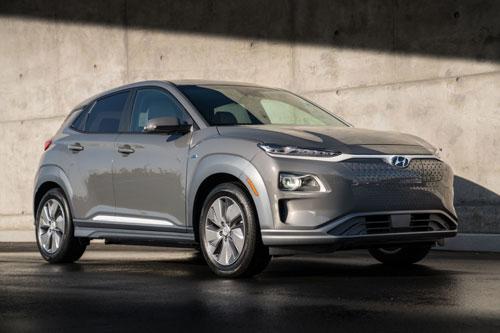 6. Hyundai Kona Electric 2020 (quãng đường di chuyển/lần sạc: 415 km).