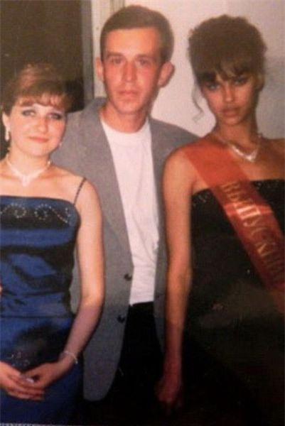 Năm 2004, Irina Shayk tham gia cuộc thi Hoa hậu Chelyabinsk và giành giải nhất.