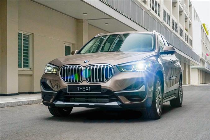 Hiện tại, BMW X1 sDrive18i xLine 2020 đang được phân phối với giá 1,86 tỷ đồng, tương đương đời cũ. Mức giá của X1 2020 nhỉnh hơn đôi chút so với Audi Q3 (1,8 tỷ đồng) và ngang giá với Mercedes-Benz GLA 250 (1,86 tỷ đồng).