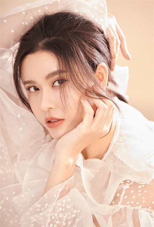 Trương Quỳnh Anh tiết lộ tháng 5 này cô sẽ đóng một phim truyền hình mới. Người đẹp hy vọng có cơ hội thử thách bản thân với các nhân vật mang cá tính, số phận phức tạp.