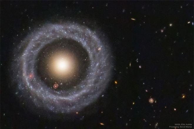 'Thiên hà lồng trong thiên hà' này là bí ẩn chưa có lời giải - 1
