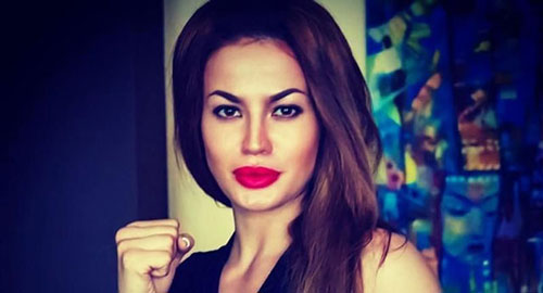 Zarina Tsoloyeva: Zarina sinh ra ở Kazakhstan nhưng đang thi đấu ở Nga. Ngoài sàn đấu, cô gái này thỉnh thoảng còn làm người mẫu ảnh. Trang Instagram cá nhân của Zarina nhận được gần 20.000 lượt người theo dõi sau khi cô được đánh giá có chiếc môi hệt ngôi sao Hollywood Angelina Jolie
