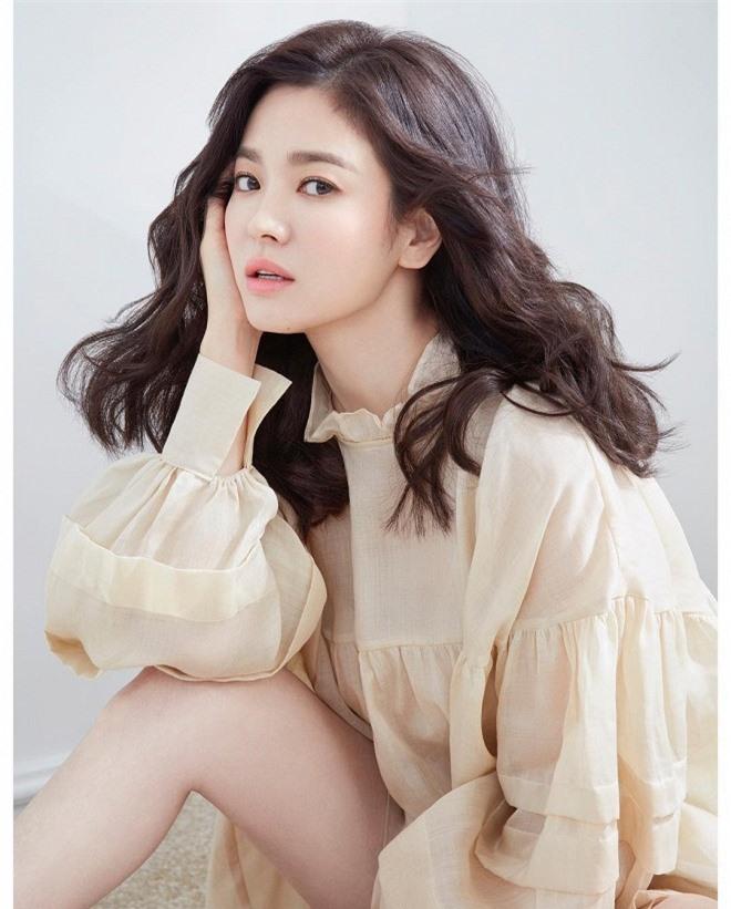 'Bộ tứ nữ thần' series phim Bốn Mùa xứ Hàn: Ai cũng lận đận tình duyên, chỉ mỗi Choi Ji Woo viên mãn 18