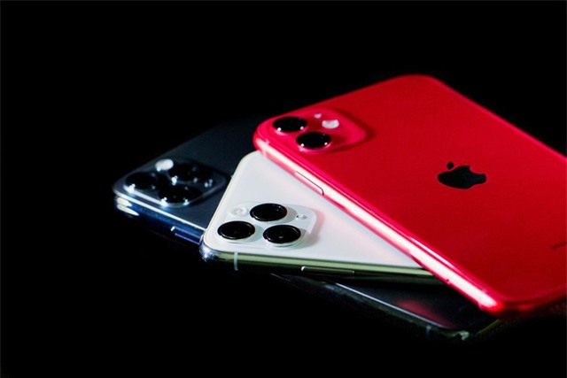 iPhone bết bát, mảng dịch vụ giải cứu Apple mùa COVID-19 - Ảnh 1.