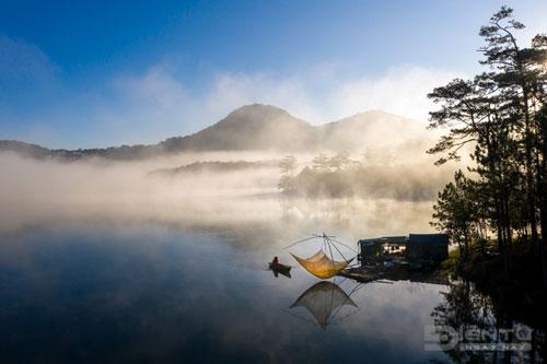 Mặt hồ Tuyền Lâm
