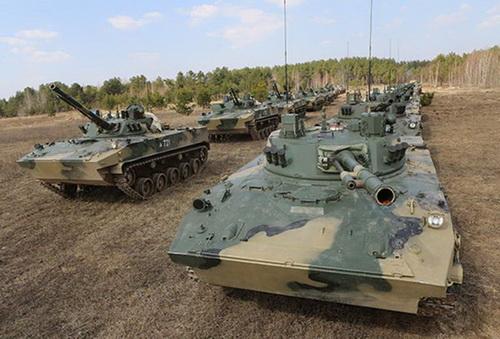 Các xe thiết giáp của lực lượng đổ bộ đường không Nga. Ảnh: TASS.