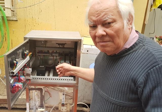 TS Nguyễn Văn Khải - một trong những nhà khoa học nhiều năm nghiên cứu dung dịch hoạt hóa điện hóa và chiếc máy sản xuất nước anolyt do ông chế tạo.