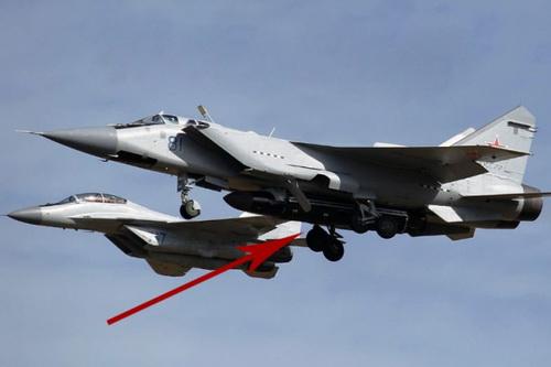 Tiêm kích MiG-31BM và tên lửa diệt vệ tinh Petrel. Ảnh: National Interest.