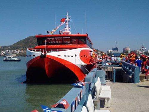 Tàu cao tốc đi từ cảng Cầu Đá (Vũng Tàu) đi cảng Bến Đầm (Côn Đảo). (Ảnh: PLO)