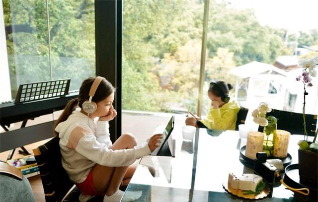 Cuộc sống bình yên của Diva Hồng Nhung cùng cặp song sinh tại biệt thự ở Mỹ - 18