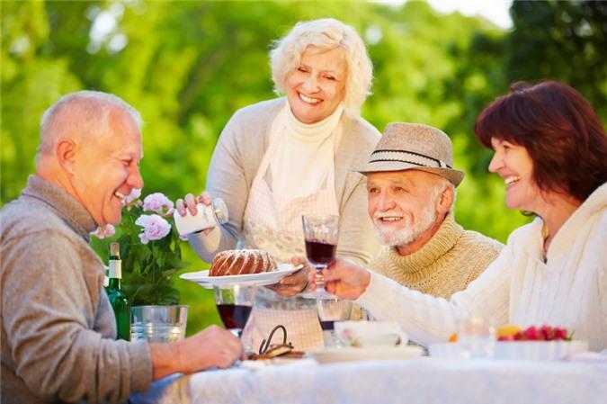 Đến tuổi trung niên, 3 loại rượu không uống, 3 nơi không nên đi, 3 việc không nên can dự - Ảnh 3