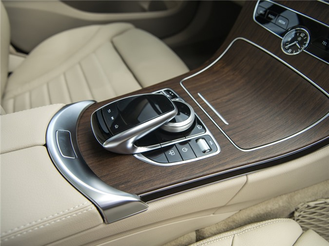 Duoi 2 ty, chon Mercedes-Benz C 200 Exclusive hay BMW 320i Sport Line? hinh anh 12 C200_Exclusive_IMGP2076.jpg