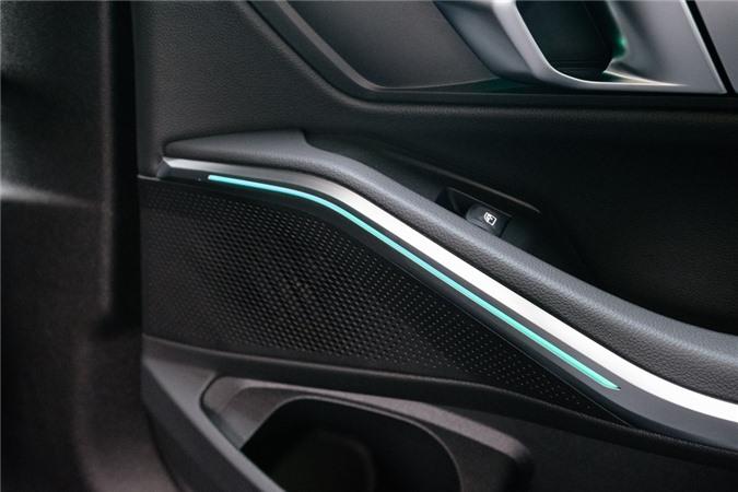 Duoi 2 ty, chon Mercedes-Benz C 200 Exclusive hay BMW 320i Sport Line? hinh anh 15 He_thong_am_thanh_BMW_HIfi_10_loa_205_watt.jpg