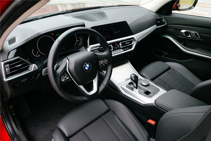 Duoi 2 ty, chon Mercedes-Benz C 200 Exclusive hay BMW 320i Sport Line? hinh anh 9 Noi_that_op_nhom_Mesheffect.jpg