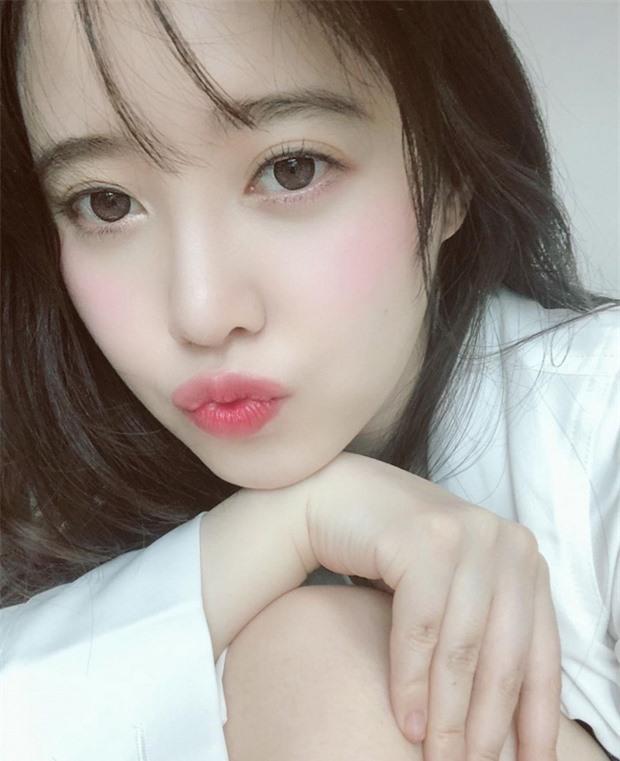 Nụ cười rạng rỡ hiếm hoi của Goo Hye Sun sau ồn ào ly hôn nhưng lại khiến fan cặp đôi 'Vườn sao băng' bỗng rần rần sau 11 năm 3