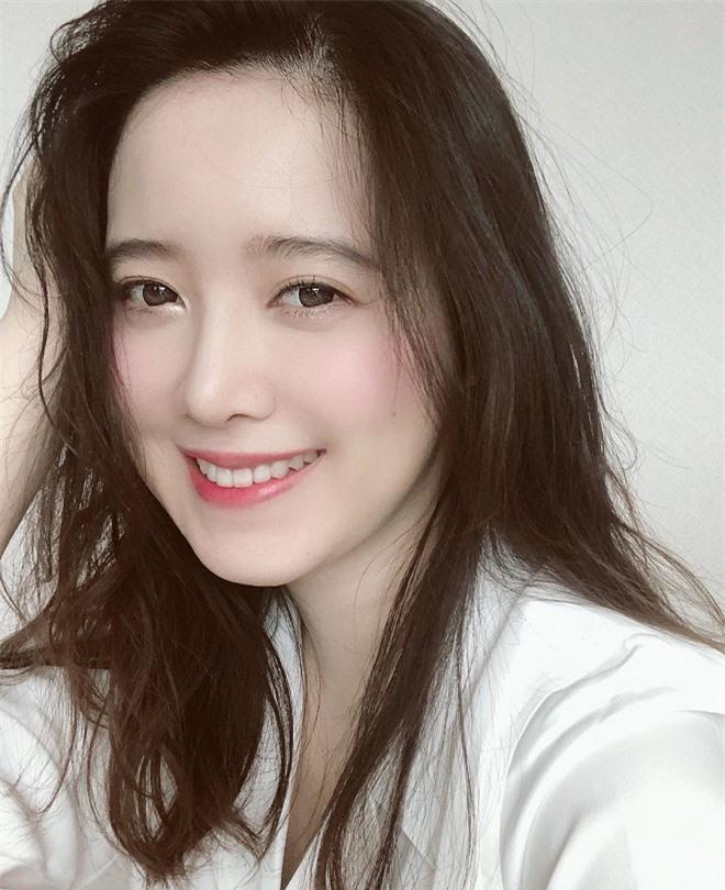 Nụ cười rạng rỡ hiếm hoi của Goo Hye Sun sau ồn ào ly hôn nhưng lại khiến fan cặp đôi 'Vườn sao băng' bỗng rần rần sau 11 năm 6