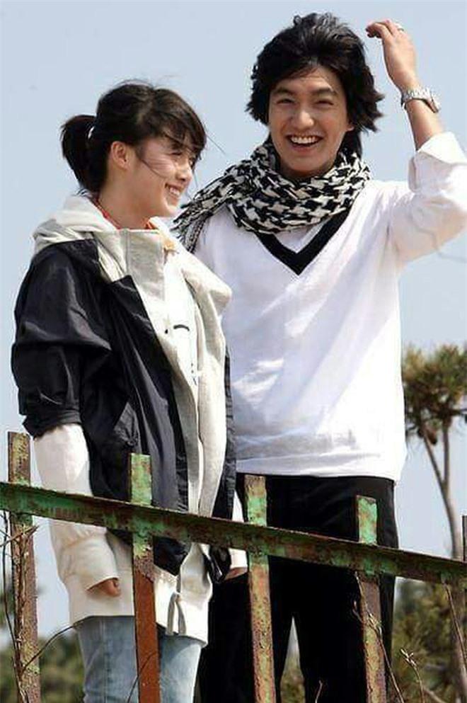 Nụ cười rạng rỡ hiếm hoi của Goo Hye Sun sau ồn ào ly hôn nhưng lại khiến fan cặp đôi 'Vườn sao băng' bỗng rần rần sau 11 năm 5