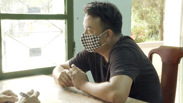 Tài xế Nguyễn Văn Hùng tại cơ quan công an thị xã Hương Thủy, tỉnh Thừa Thiên Huế