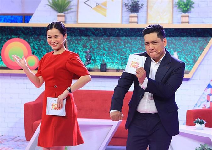 Diễn viên Lâm Vỹ Dạ cùng đạo diễn Đức Thịnh làm MC dẫn dắt show Tâm đầu ý hợp. Hai người tung hứng, chọc cười khán giả và các khách mời bằng những câu nói hài hước, duyên dáng.