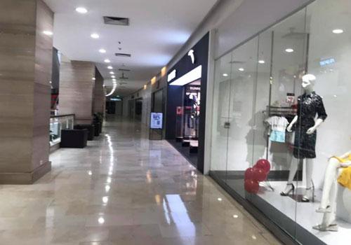 Mặc dù nhiều cửa hàng trong các trung tâm thương mại trả lại mặt bằng, nhưng vẫn có điểm sáng le lói từ các nhãn hàng bán trực tuyến (Ảnh minh họa: Internet)
