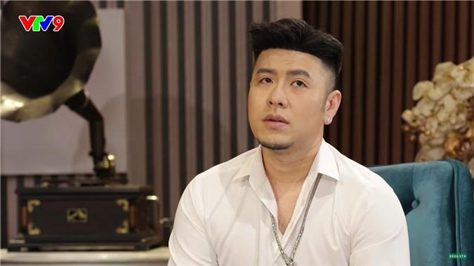Akira Phan: Nhiều người tôi không tiện nói tên, nhìn bên ngoài 6 múi nhưng thực chất đặt túi ngực bơm - Ảnh 1.