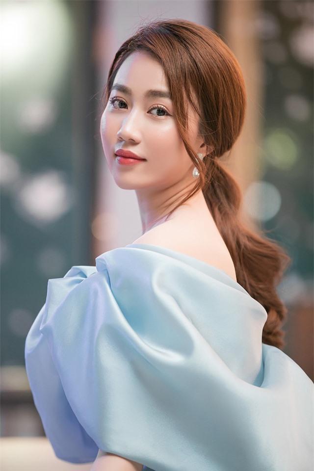 """Huỳnh Hồng Loan: """"Tôi giữ gìn và trân quý tình bạn cùng Tiến Linh"""" - 1"""