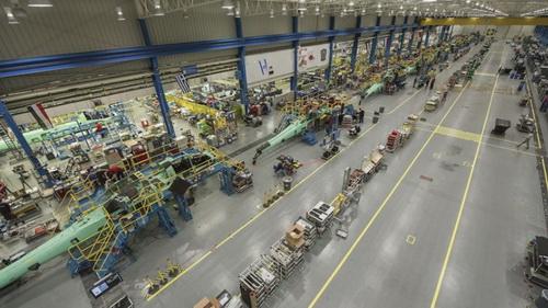 Các máy bay trực thăng Apache phiên bản 6 đầu tiên hiện đang triển khai dây chuyền sản xuất Mesa ở Arizona. Ảnh: Boeing.