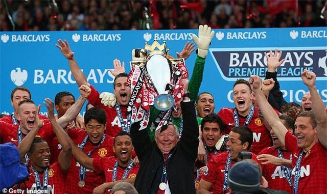 Evra tiết lộ Ferguson nghỉ hưu vì C.Ronaldo và Gareth Bale - 1